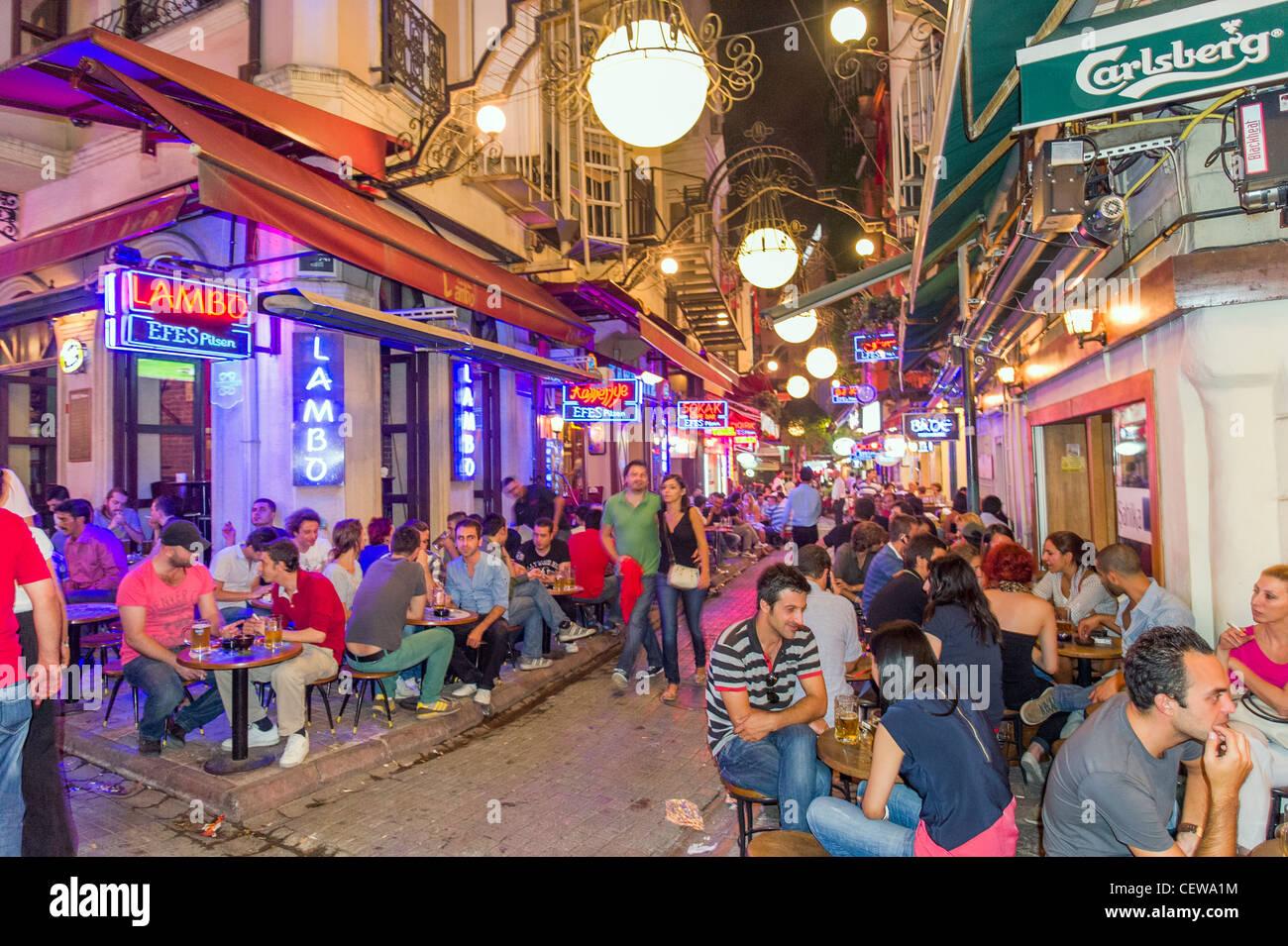 Barre su Nevizade Sokak, Beyoglu, Istanbul, Turchia Immagini Stock
