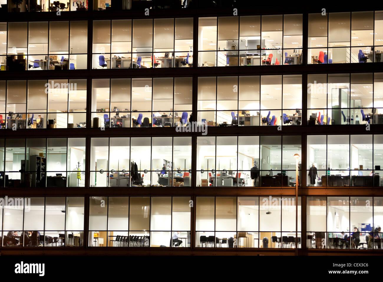 Edifici per uffici di notte a leeds regno unito illuminazione