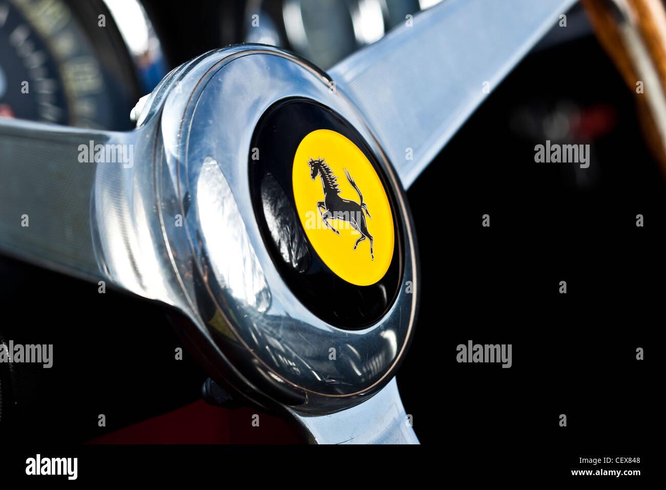 Volante dettaglio della Ferrari California auto sportiva Immagini Stock
