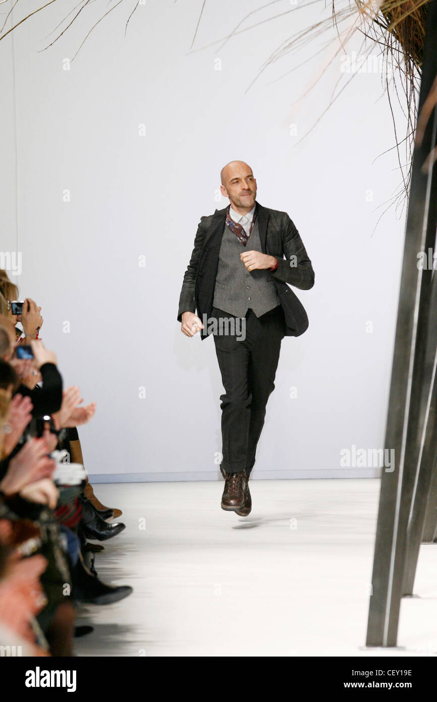 428fbb756b Kenzo Parigi pronto a indossare in autunno e inverno stilista Antonio Marras  alla fine della sua
