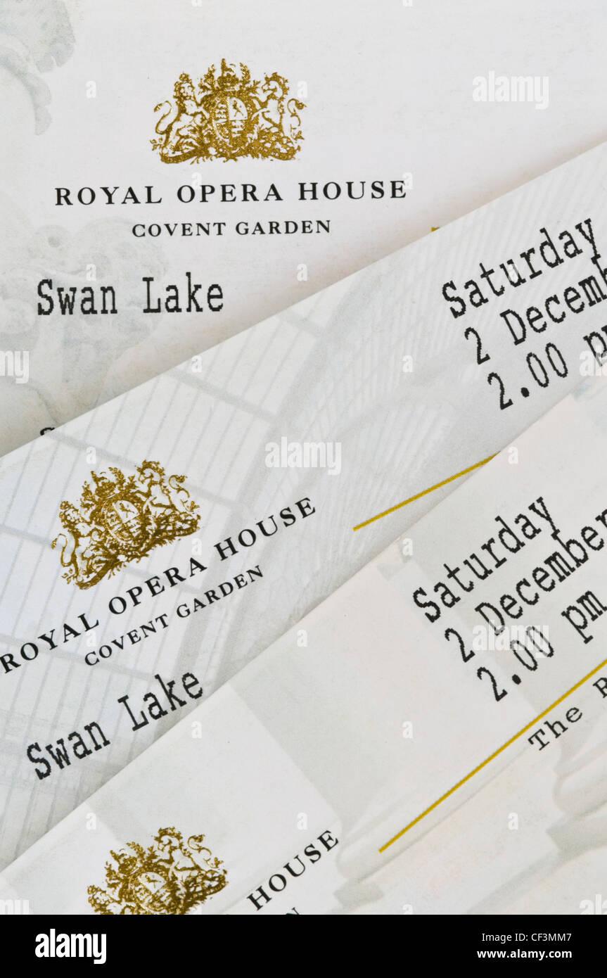 outlet store ca0aa eed3e Close up di biglietti per una produzione di Swan Lake presso ...