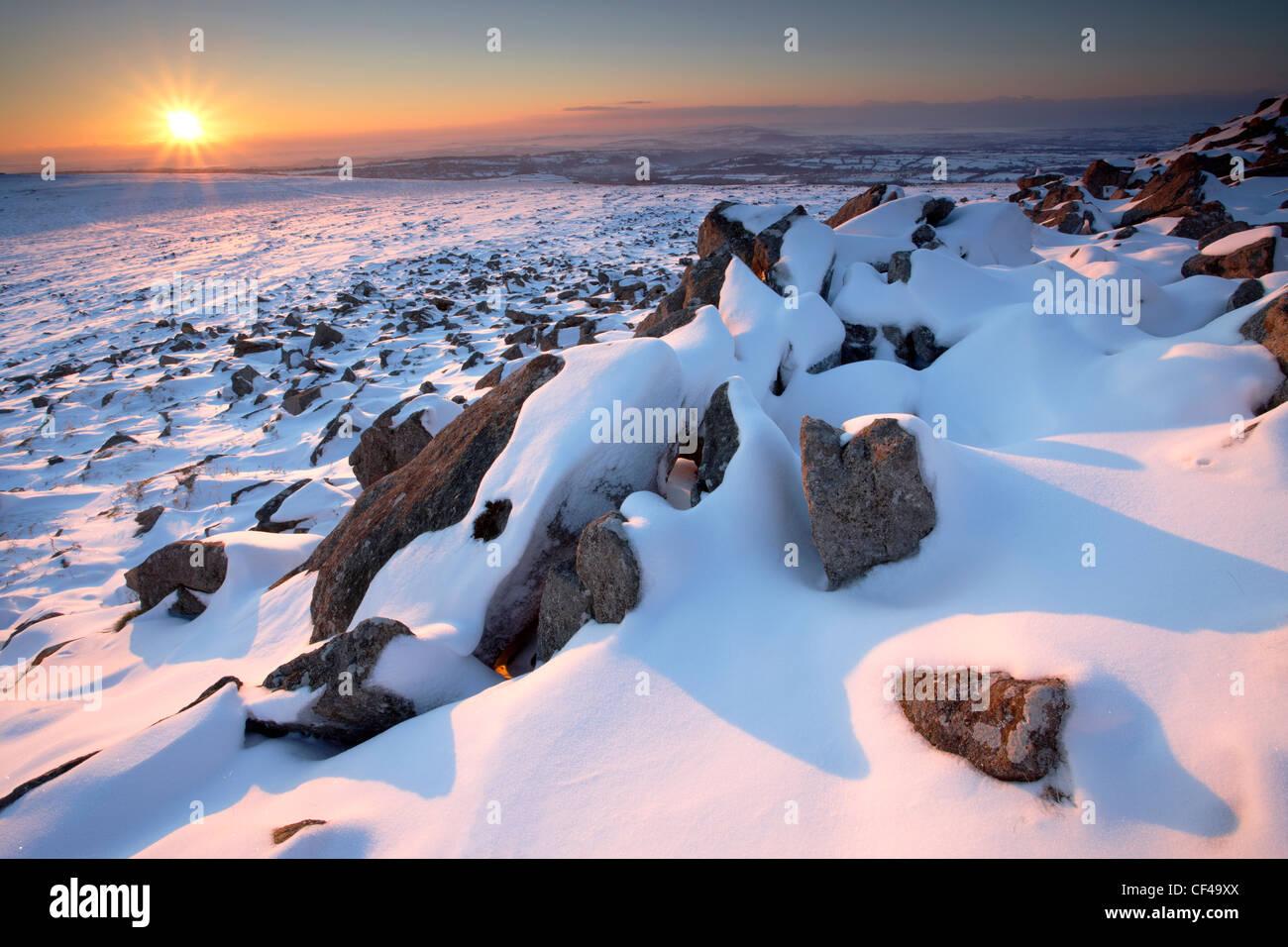 Tramonto in inverno dal picco di Sharpitor con vedute di Devon occidentale. Immagini Stock
