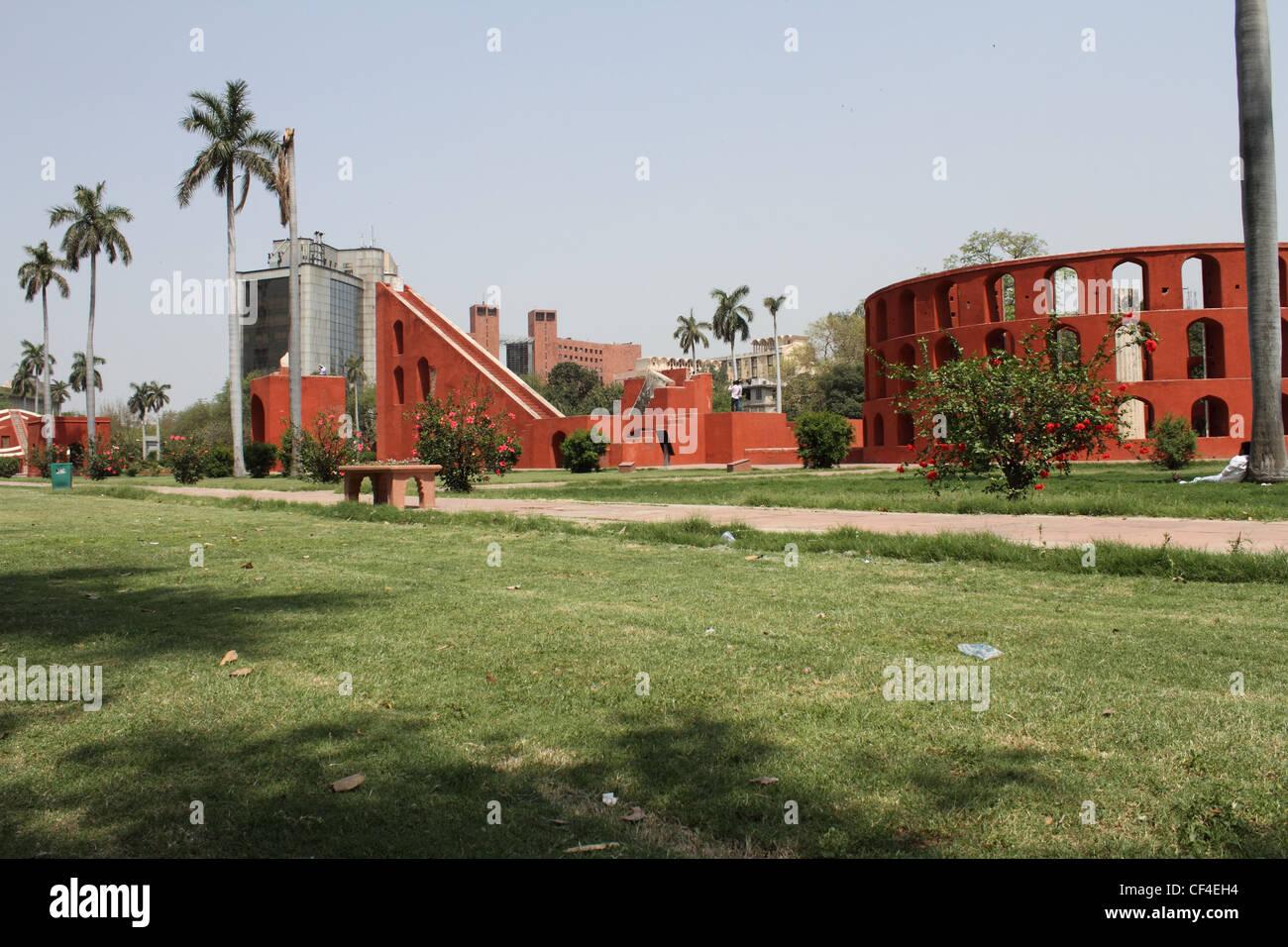 Jantar Mantar Delhi. consiste di 13 architettonico strumenti di astronomia Immagini Stock