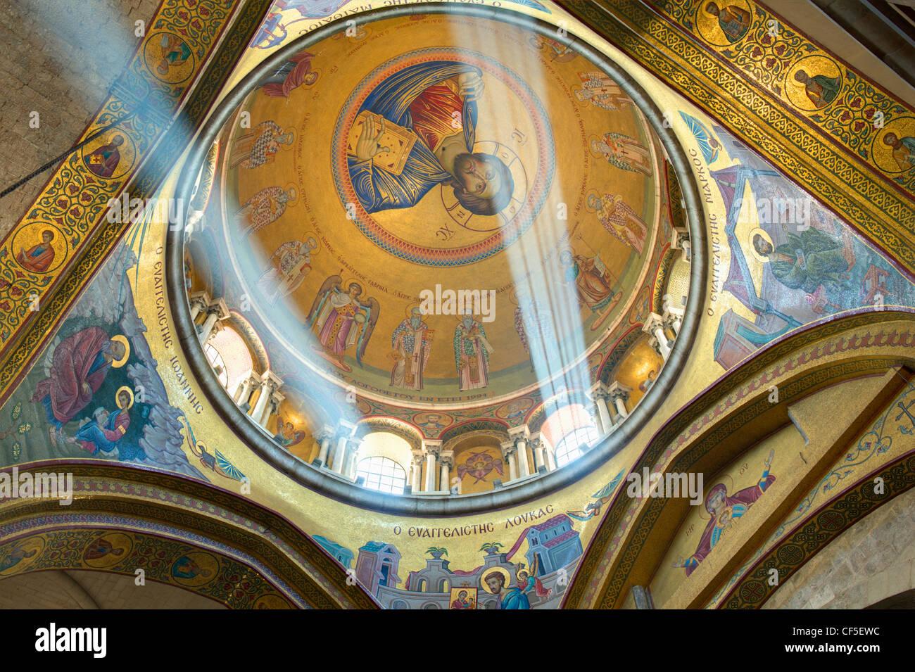 La cupola del Catholicon che la chiesa al centro della chiesa del Santo Sepolcro a Gerusalemme, Israele. Foto Stock