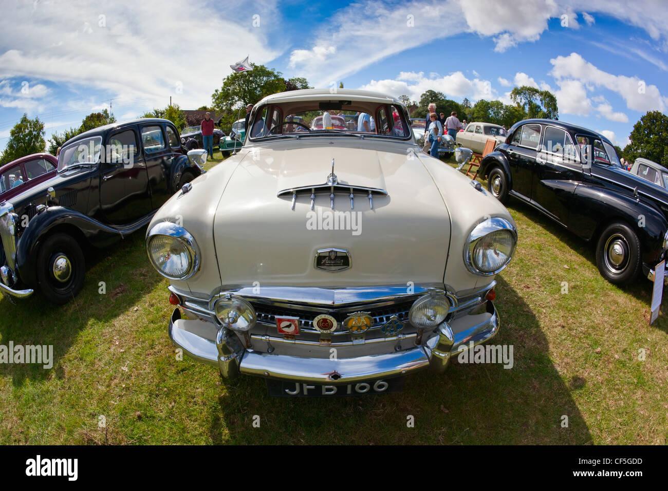 Cofano di una Austin 7 sul display a Thornfalcon Classic Car Meeting.