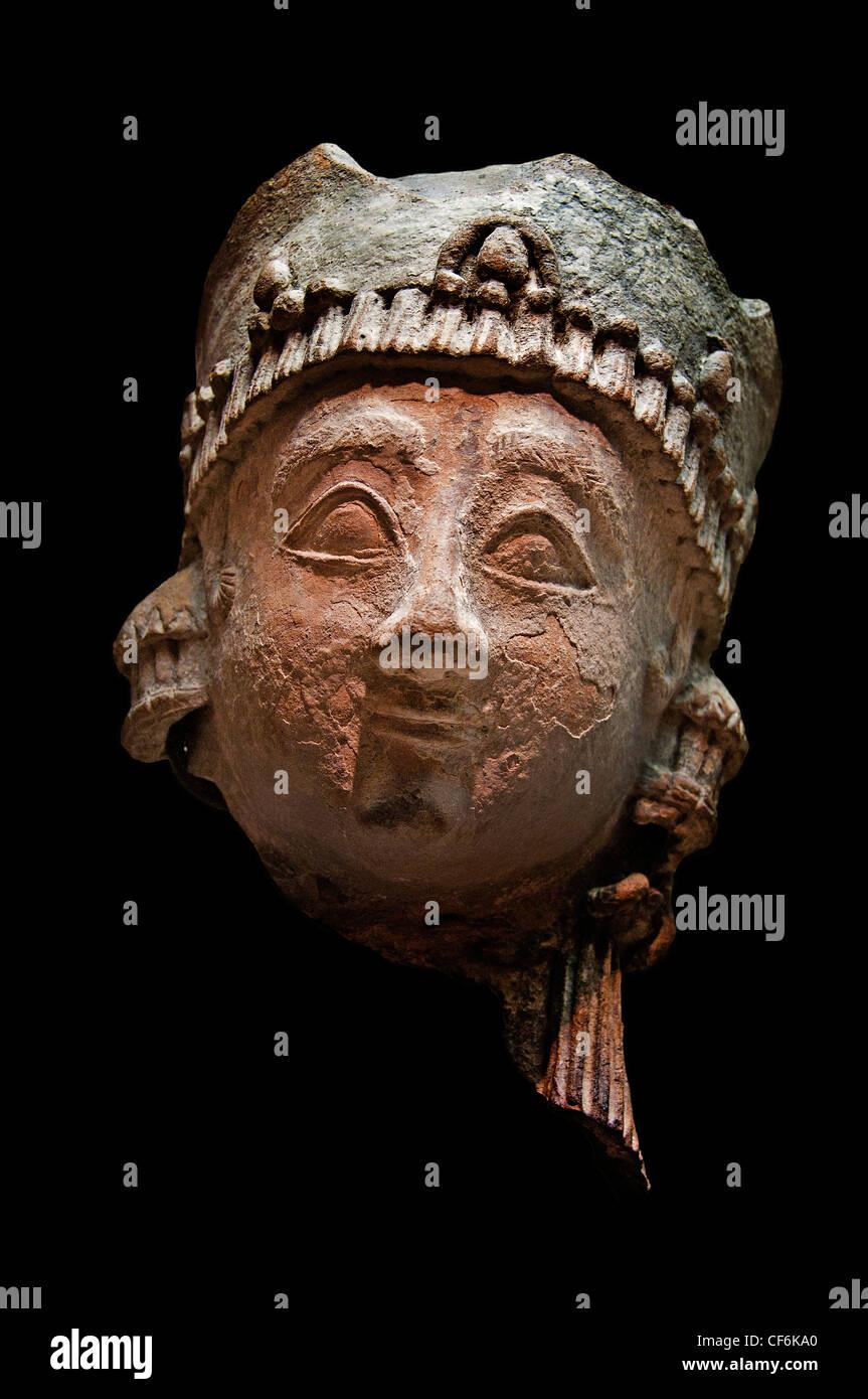 Regina ? Donna che indossa una corona piatta Cypro geometrica cipriota ho 7 cent BC Cipro Immagini Stock