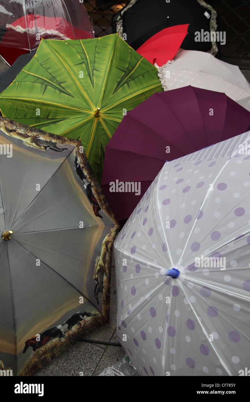 Bunte Regenschirme, ombrelloni colorati Immagini Stock