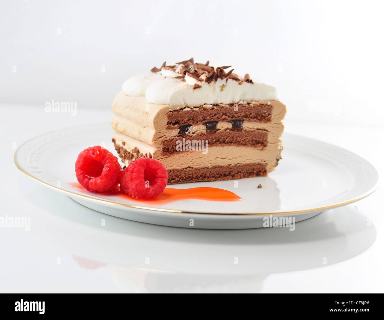 Crema cappuccino la torta su un piatto Immagini Stock