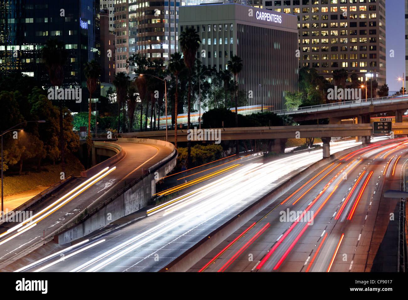 La 110 Harbor Freeway e il centro cittadino di Los Angeles skyline, California, Stati Uniti d'America Immagini Stock