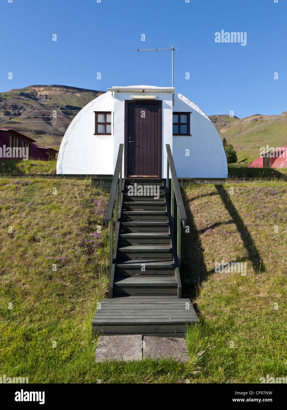 Vecchia caserma militare convertito in estate case, Hvalfjordur, Islanda Immagini Stock