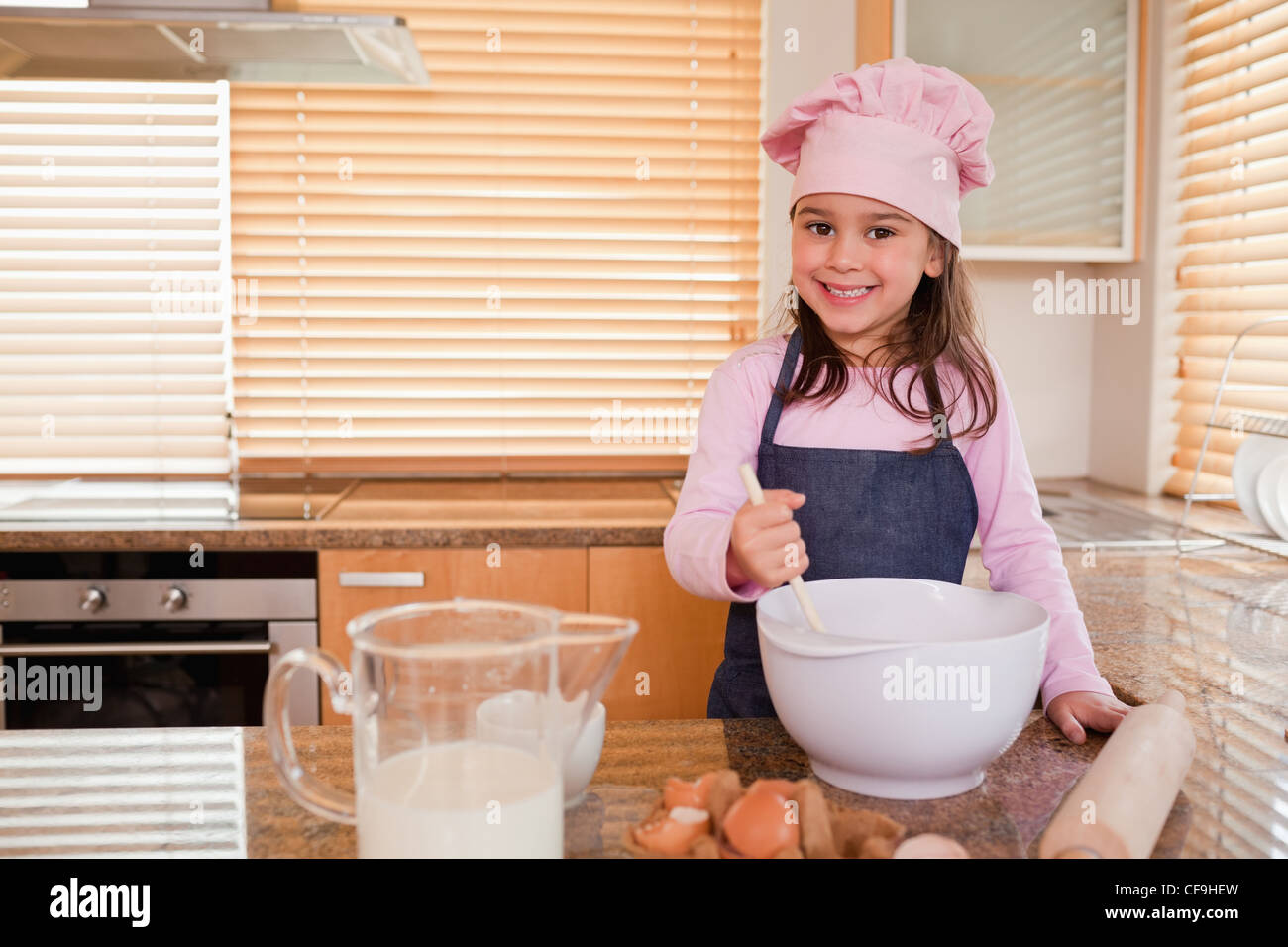Cute Girl Chef Immagini   Cute Girl Chef Fotos Stock - Alamy 9432dfdbac07