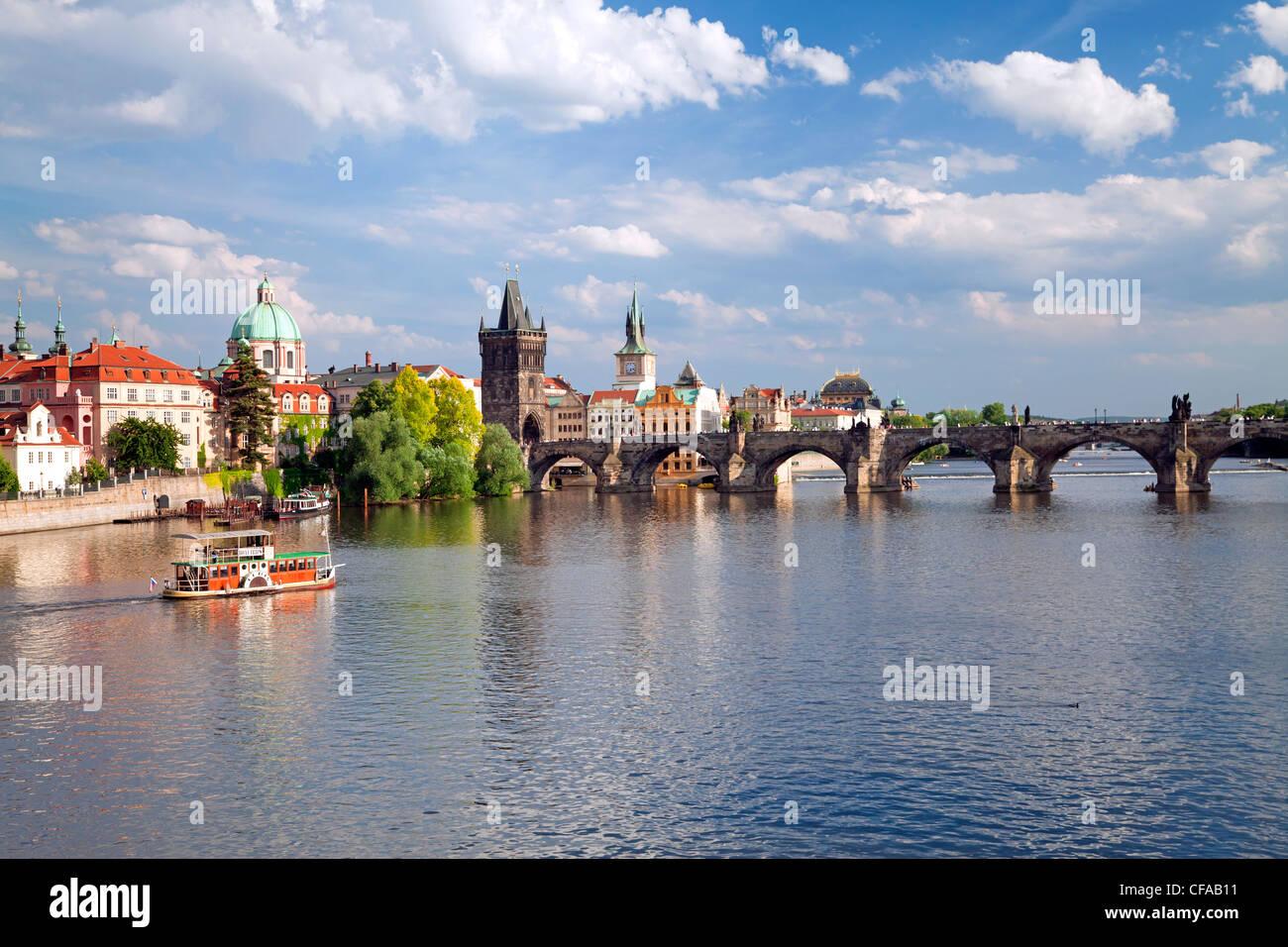 Vista del fiume Vltava, Praga, Repubblica Ceca Immagini Stock