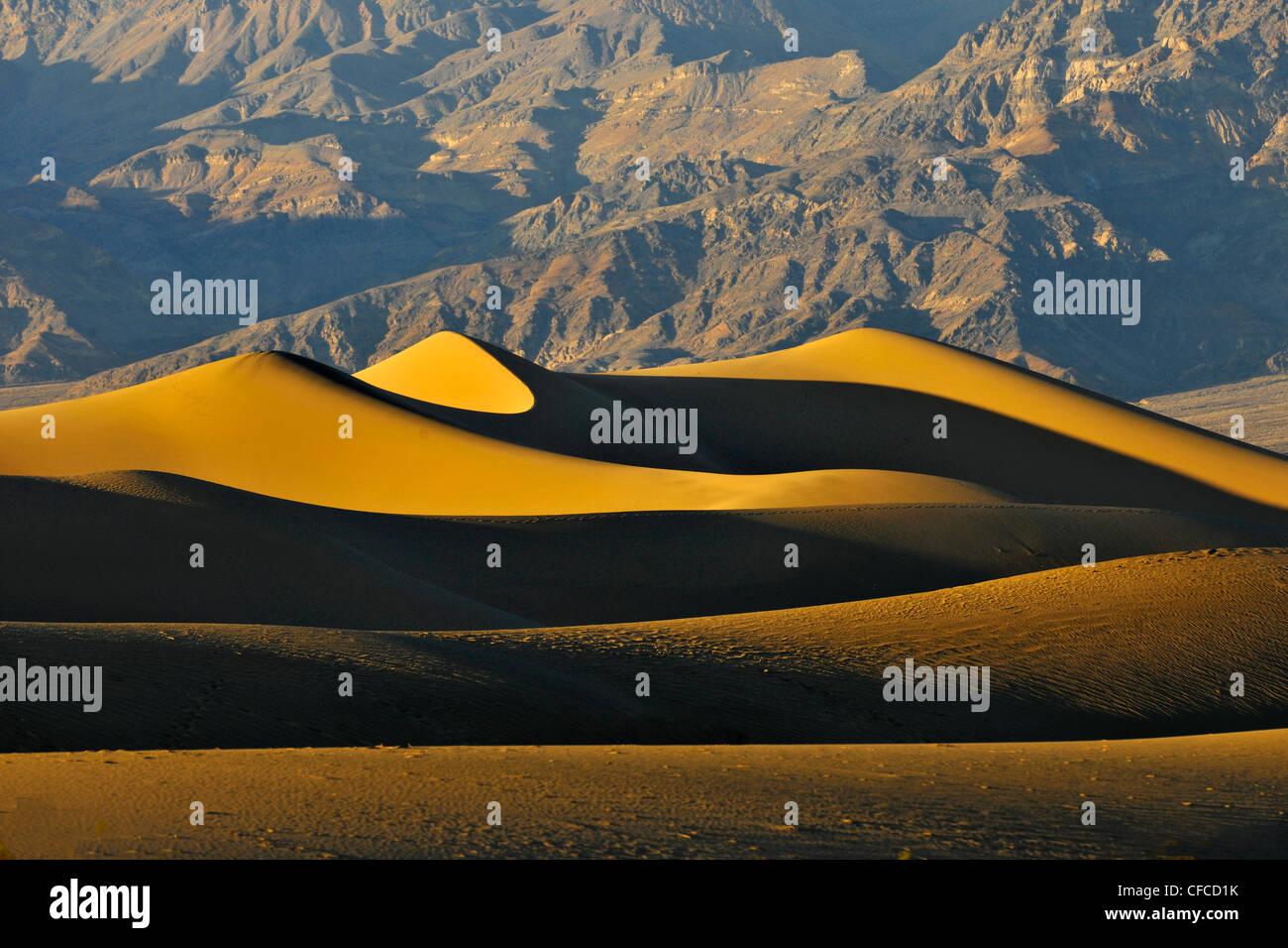 Le dune di sabbia, tubo da stufa di pozzi, Parco Nazionale della Valle della Morte, il più caldo e arido dei parchi nazionali negli Stati Uniti, California, US Foto Stock