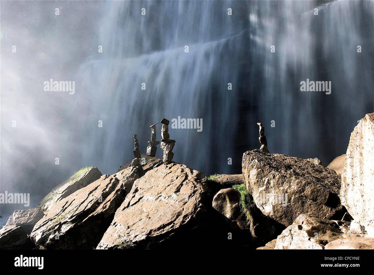 Rocce equilibrato, Webster Falls, Dundas, Ontario, Canada Immagini Stock