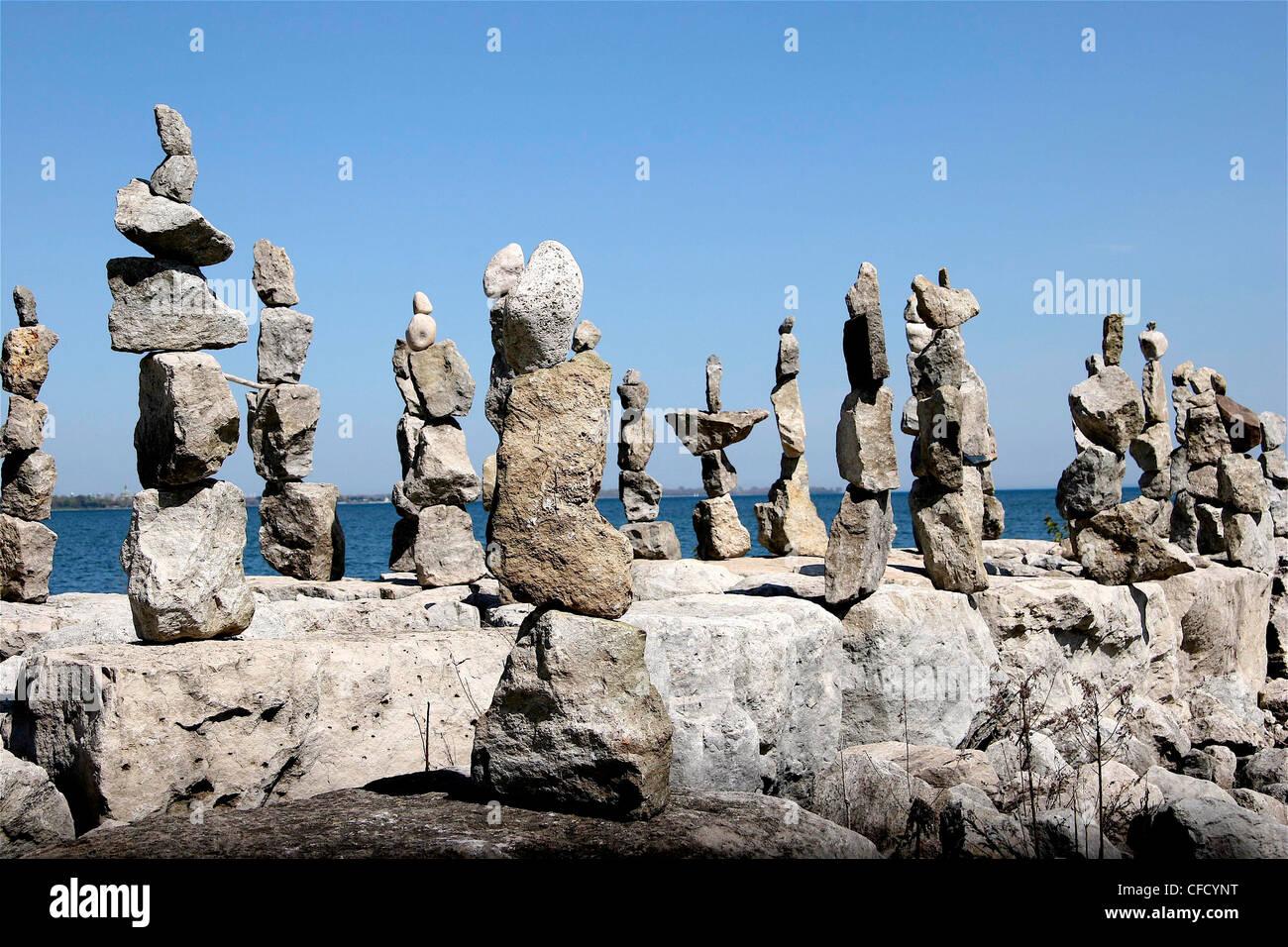 Rocce equilibrato, Palace Pier Park, Lago Ontario, Toronto, Ontario, Canada Immagini Stock