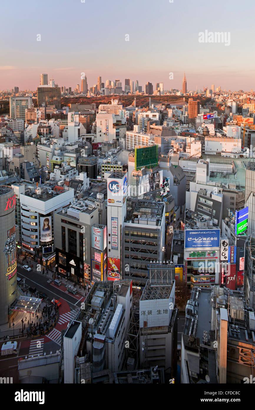 Vista in elevazione di Shinjuku skyline da Shibuya, Tokyo, Giappone, Asia Immagini Stock