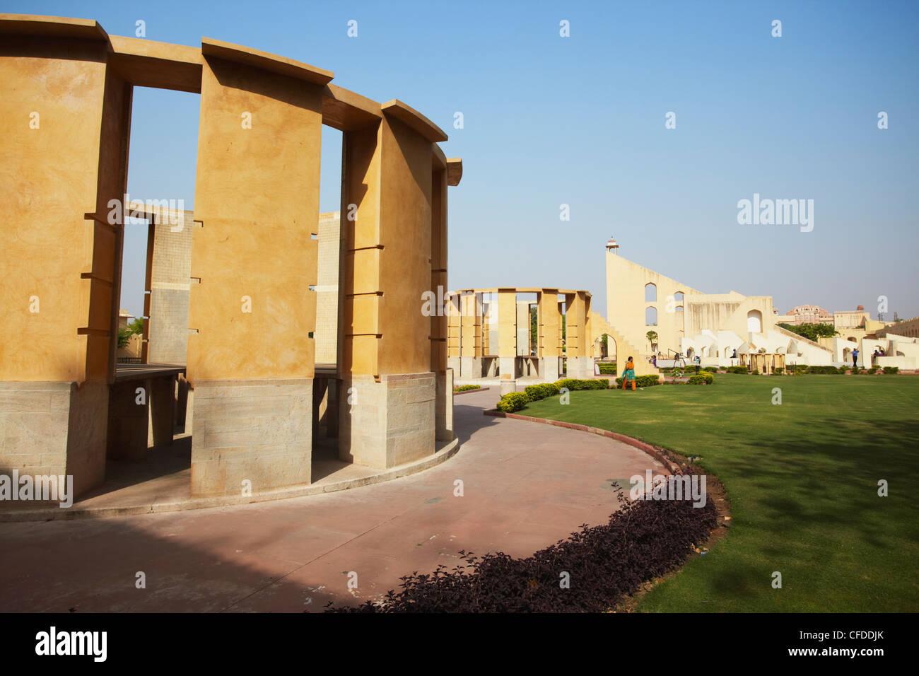 Strumenti astronomici a Jantar Mantar, Sito Patrimonio Mondiale dell'UNESCO, Jaipur, Rajasthan, India, Asia Immagini Stock
