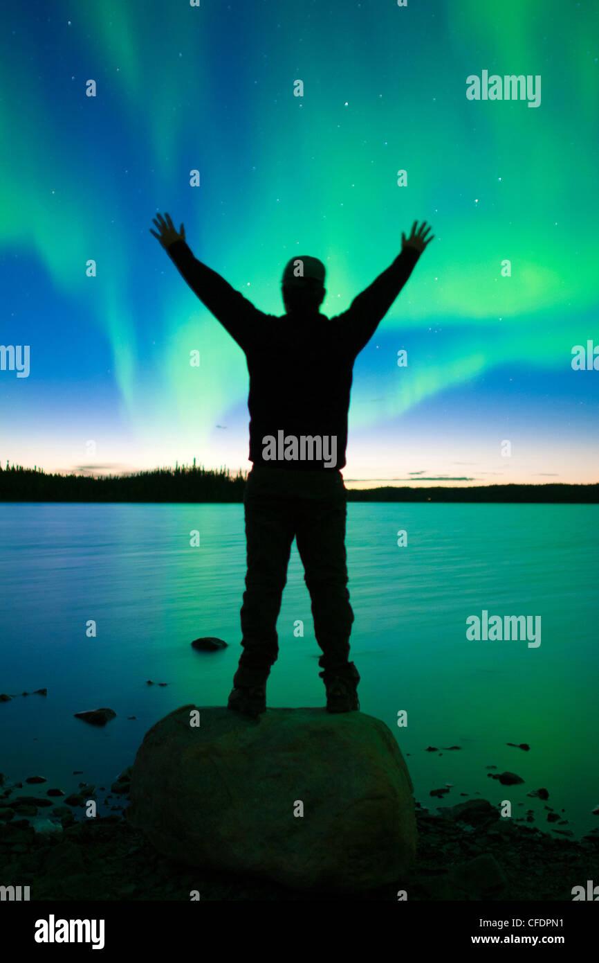 Aurora boreale (luci del nord), la foresta boreale, Yellowknife dintorni, Northwest Territories, Canada Immagini Stock
