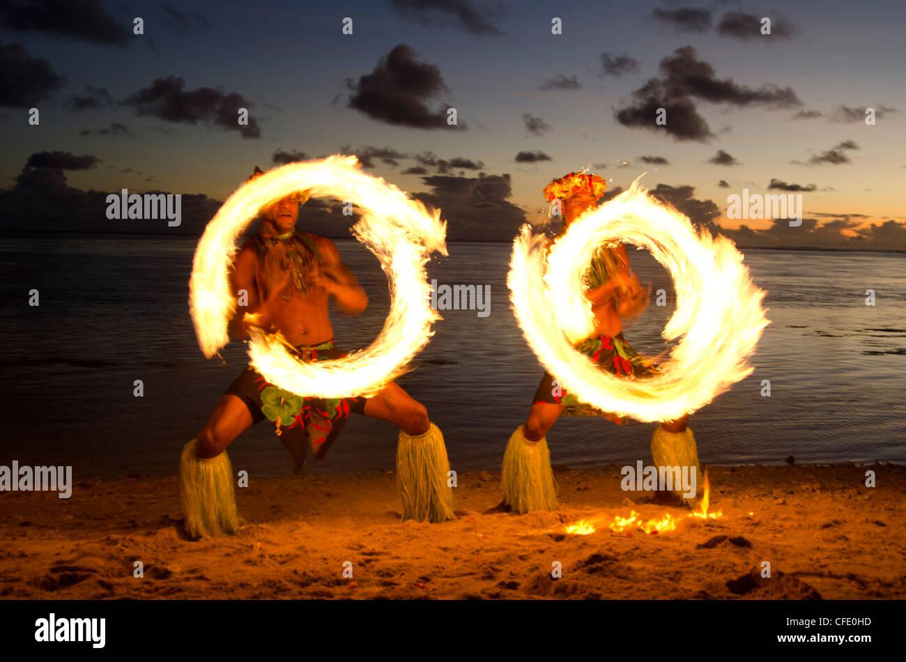 Danza del fuoco, Viti Levu, Figi, Melanesia, Oceania e Isole del Pacifico e del Pacifico Immagini Stock