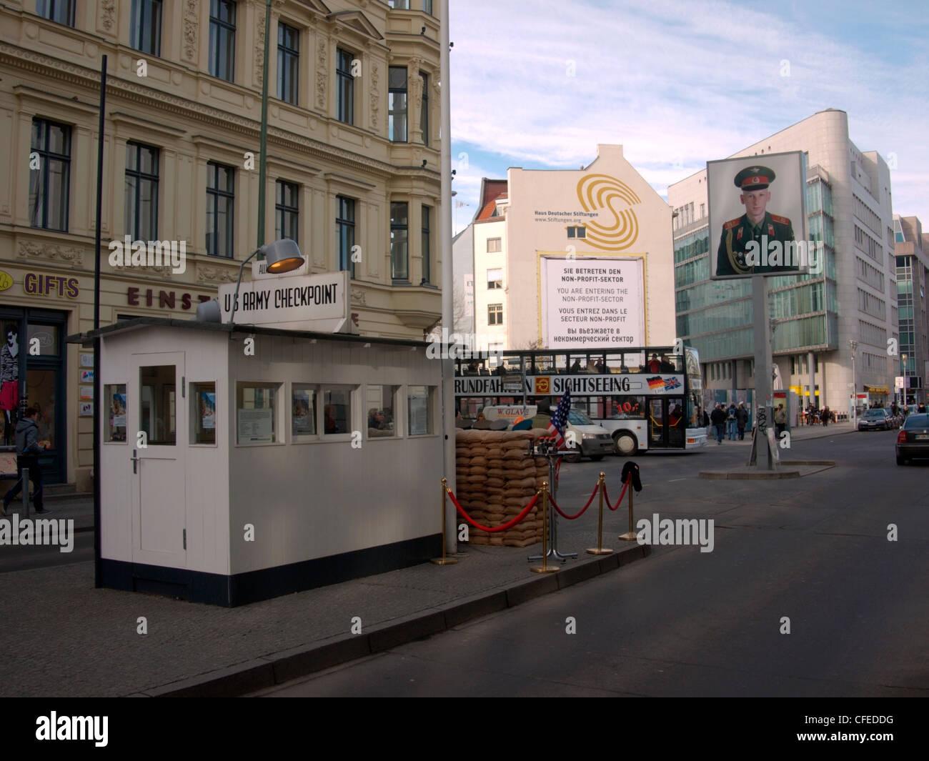 Il Checkpoint Charlie, Berlin Immagini Stock