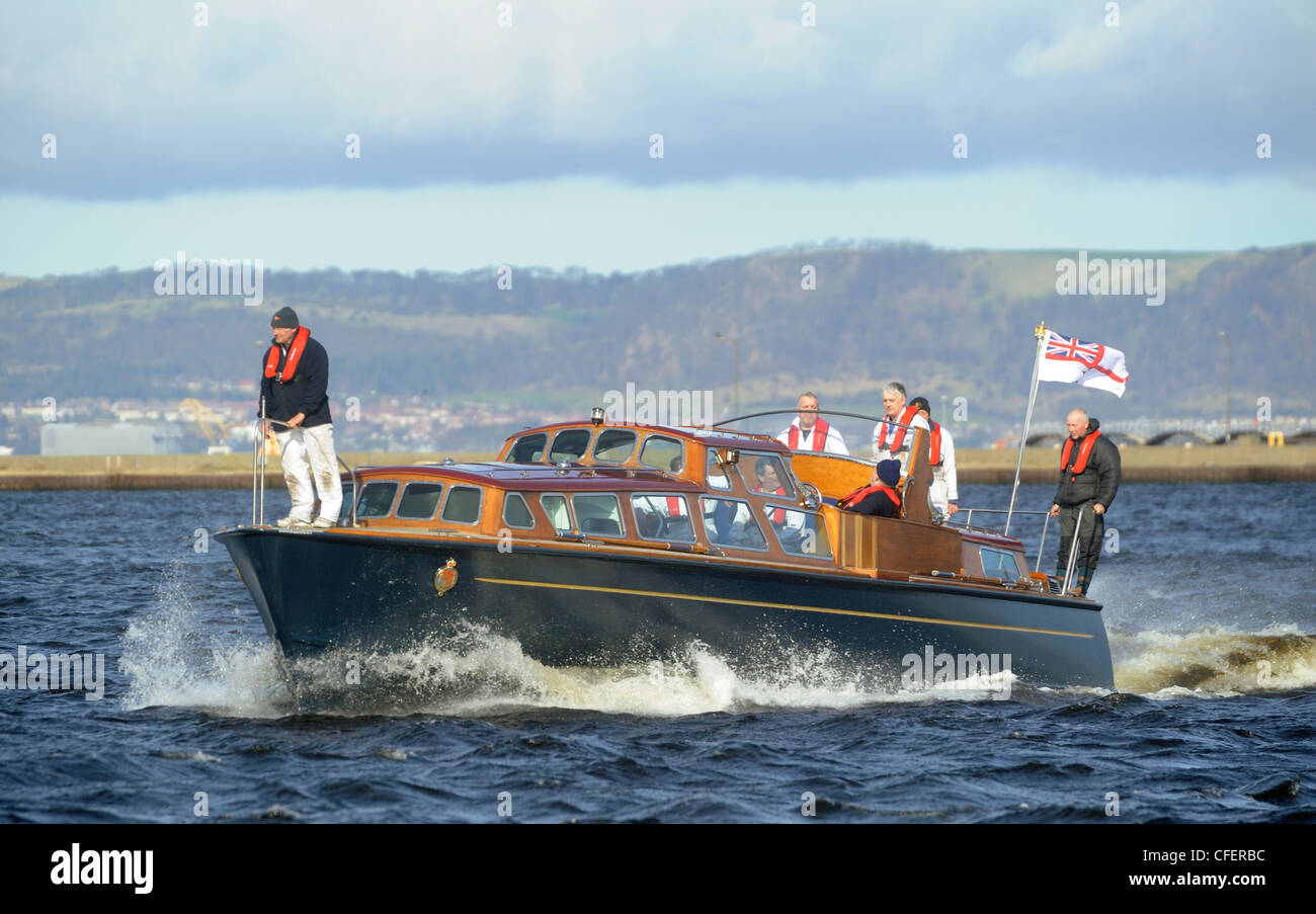 Il Royal Yacht Britannia includersi in una prova in mare Leith Harbour, prima che portano il diamante della regina Immagini Stock