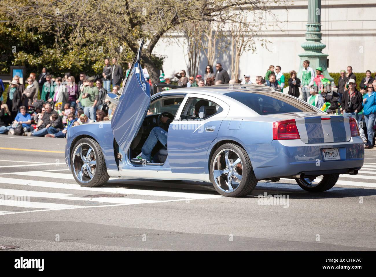 Fine del modello Dodge Charger con modificato le porte a forbice Immagini Stock