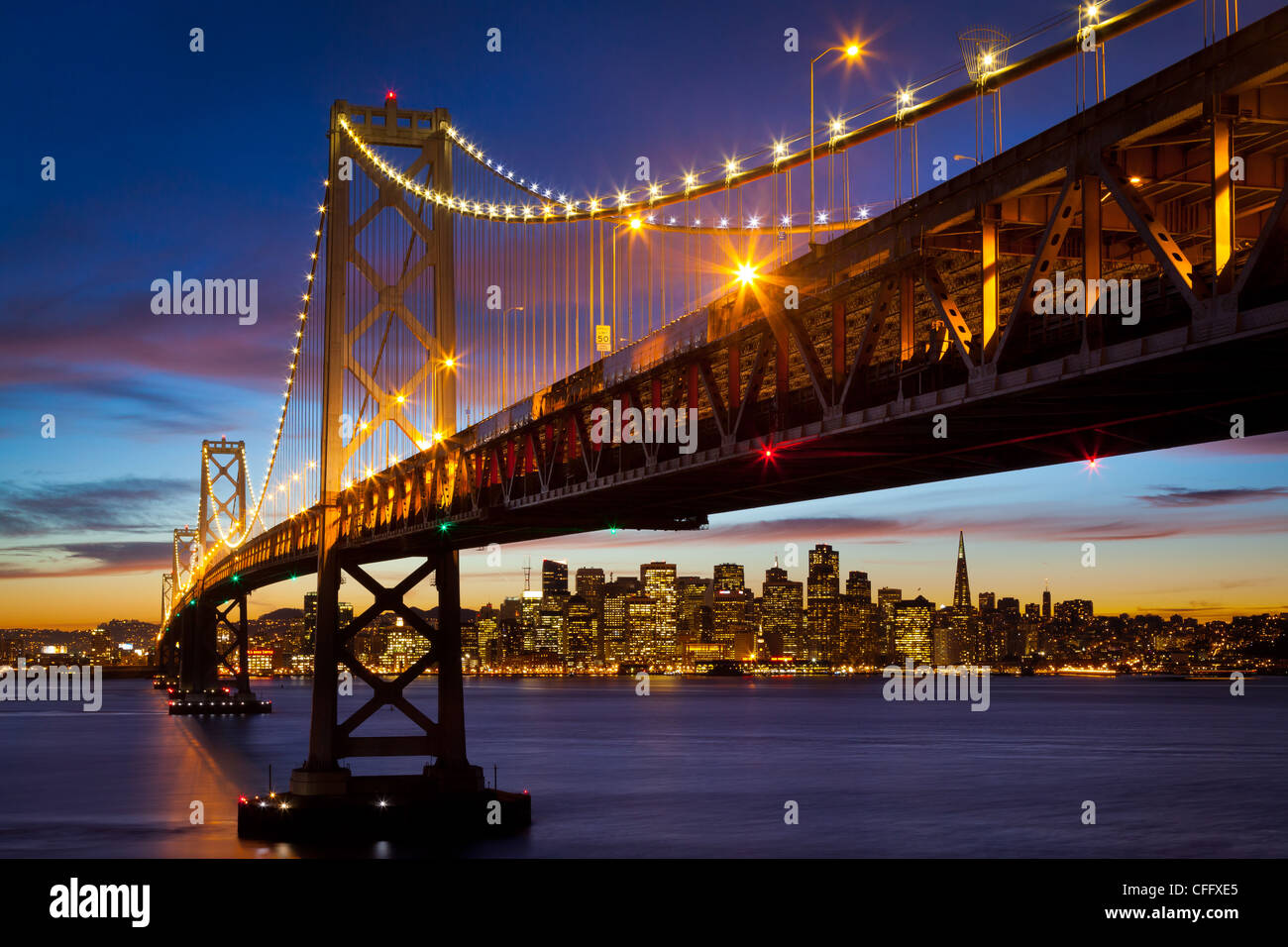 Il San Francisco - Oakland Bay Bridge (noto localmente come il Ponte della Baia) Foto Stock
