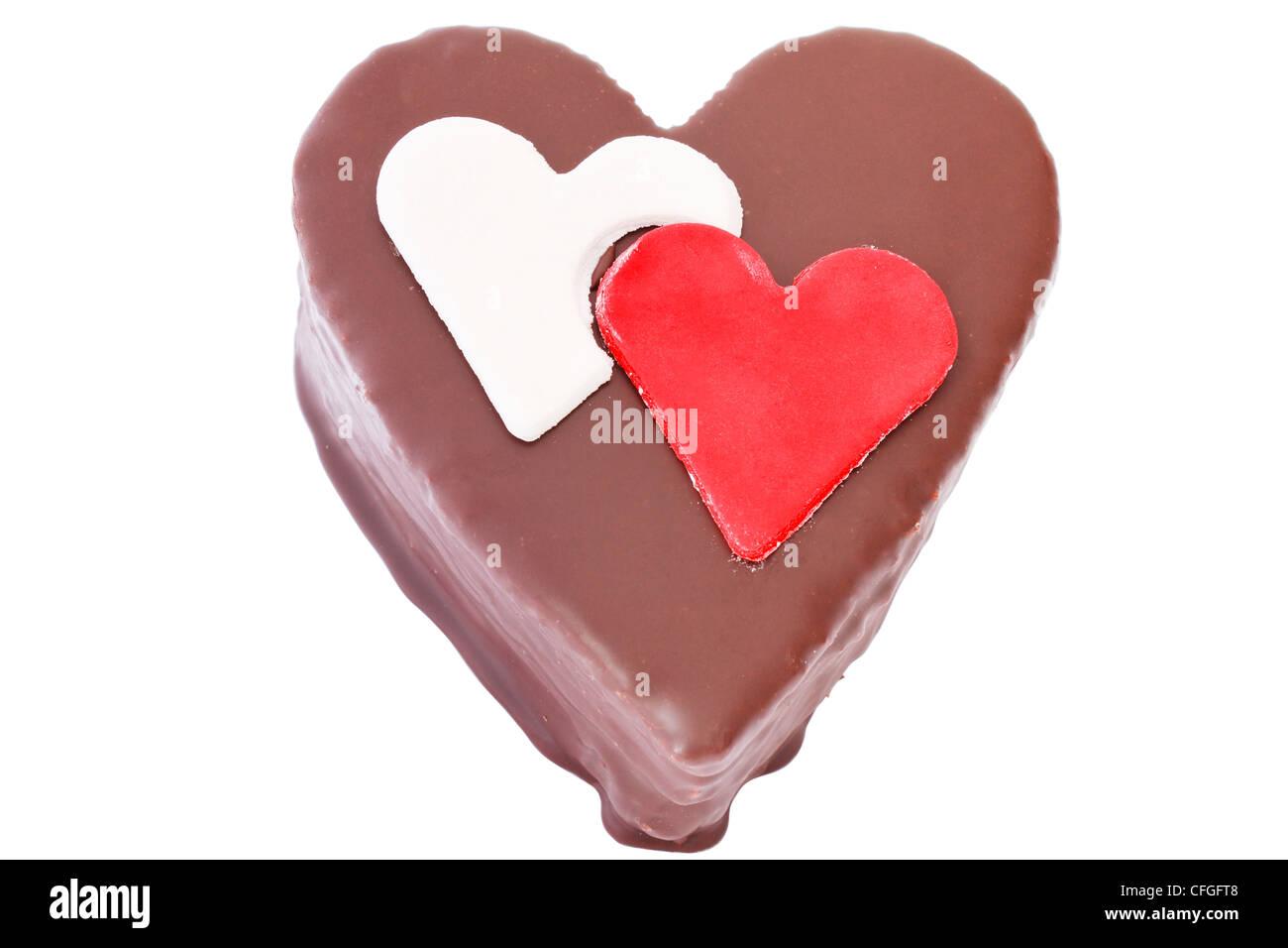 A forma di cuore ad fetta di un cioccolato torta-su sfondo bianco Immagini Stock