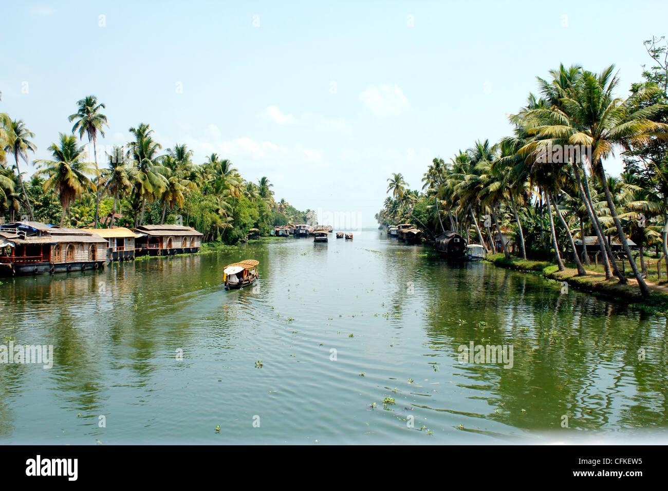 Houseboats navigando attraverso le lagune di Alleppey (Alapuzha) India Kerala Immagini Stock