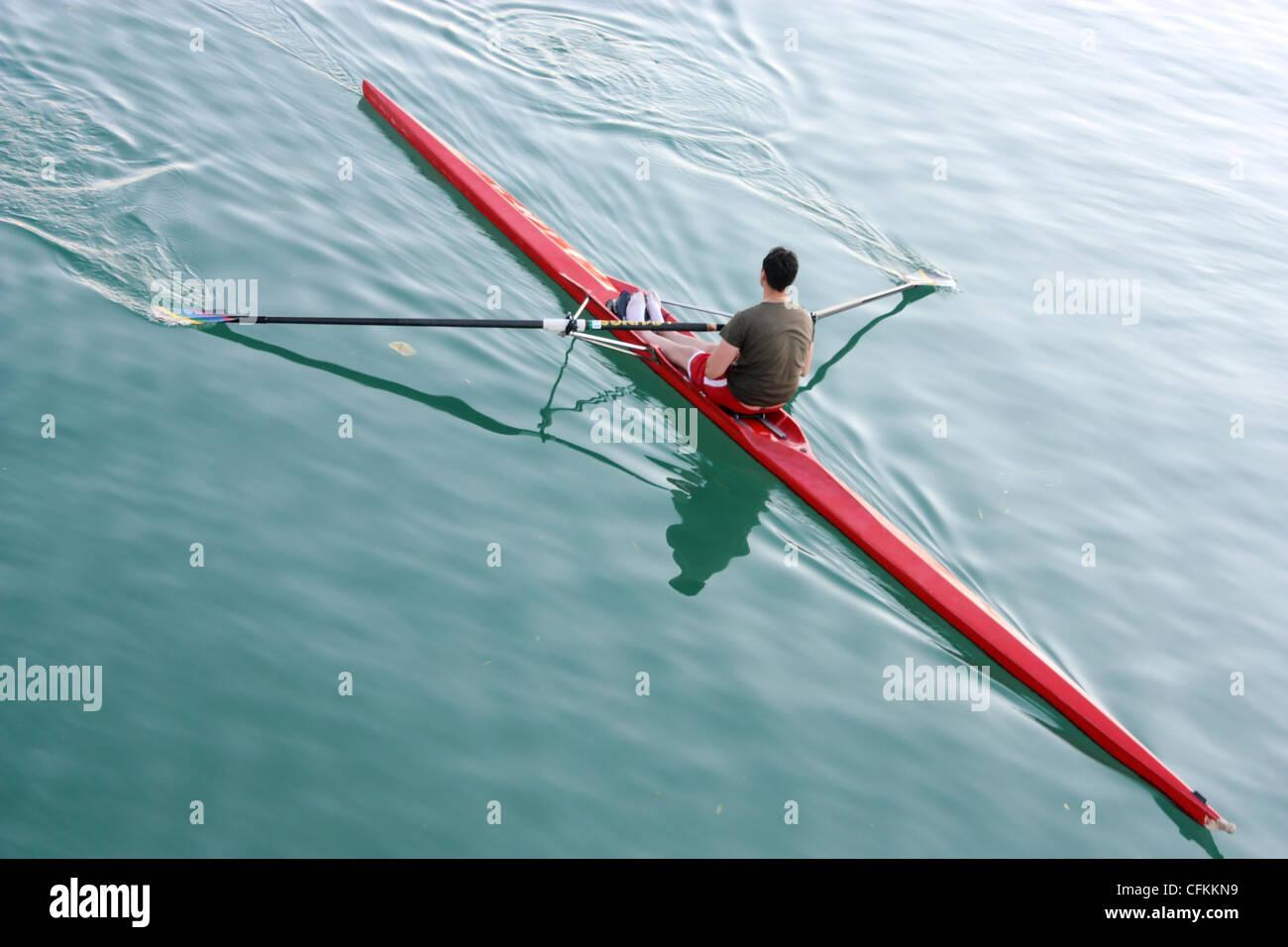 Singolo vogatore sul lago Immagini Stock