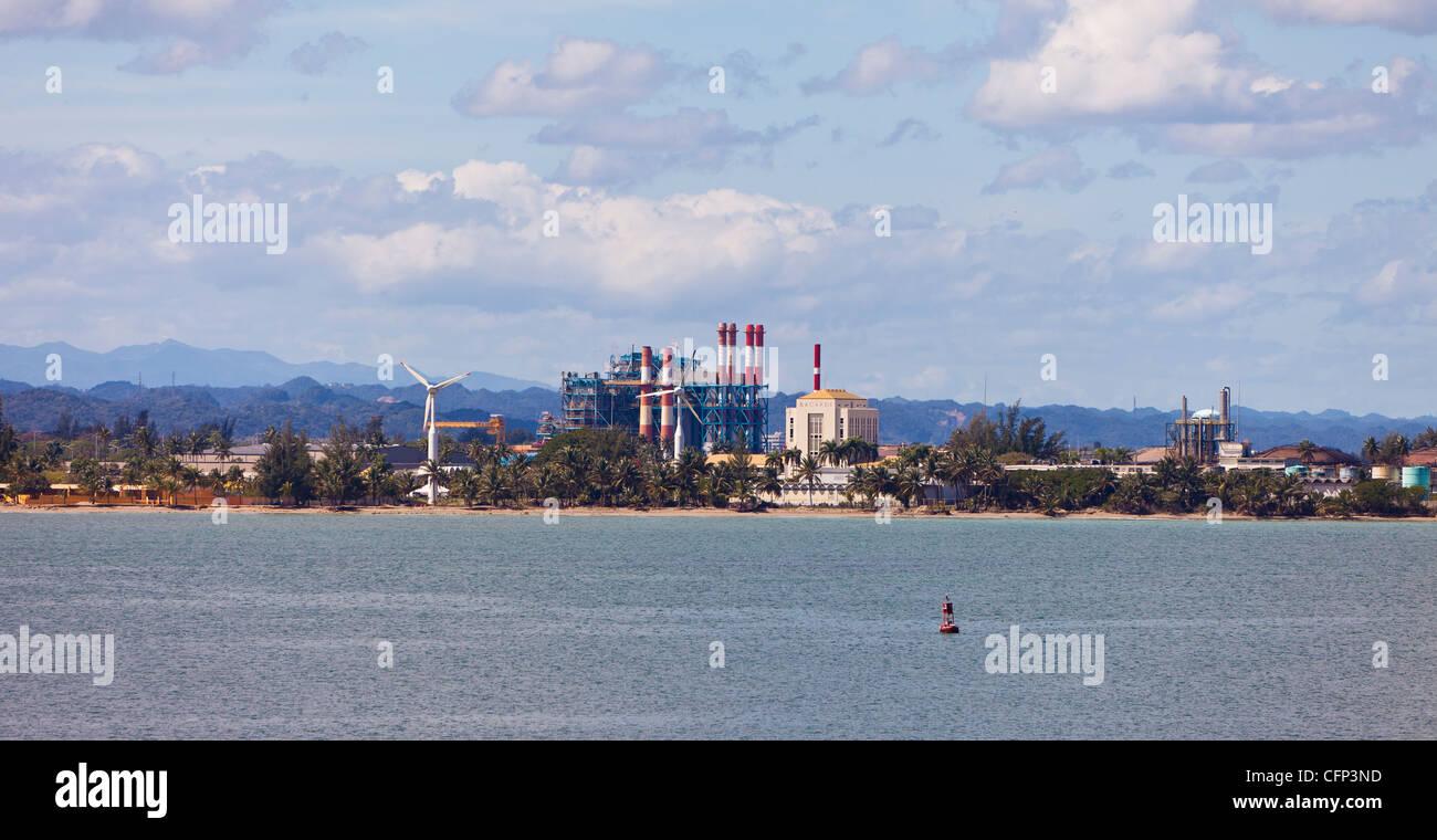 SAN JUAN, PUERTO RICO - fabbrica di Bacardi in porto. Immagini Stock