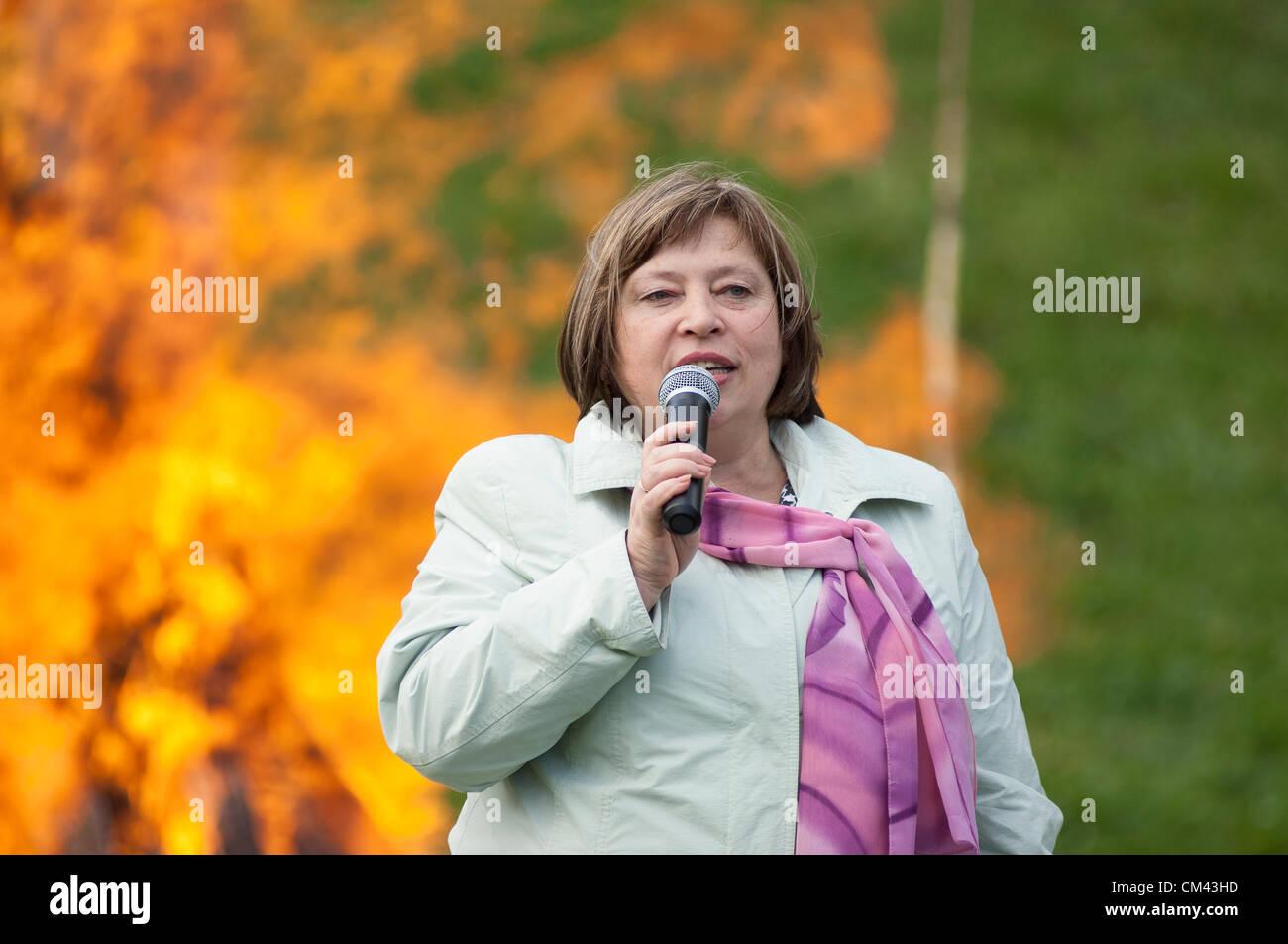 DUBROVITSY - 29 settembre: G.Vladimirskaya su 11 poeta M.Tsvetaeva memoriam evento 'Tsvetaeva incendio dell' Immagini Stock