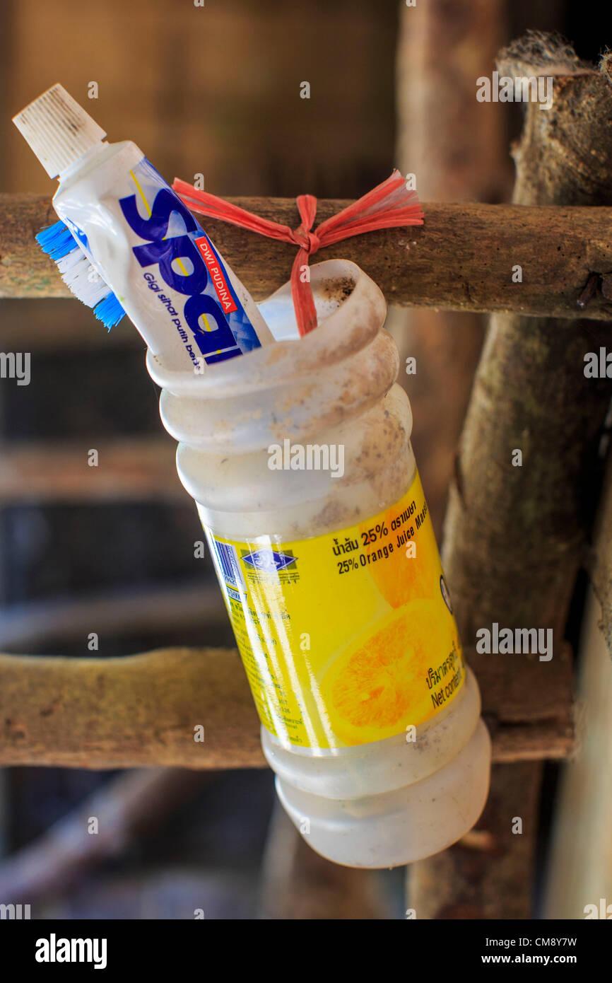 Ottobre 29, 2012 - Mayo, Pattani, Thailandia - spazzolino e dentifricio di fronte ad un paziente in camera il Bukit Immagini Stock