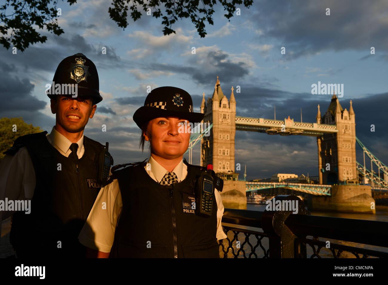 Londra, Inghilterra: giovedì 19 luglio 2012, la Metropolitan Police Officer Simon Negus e Rebecca Thatcher Immagini Stock