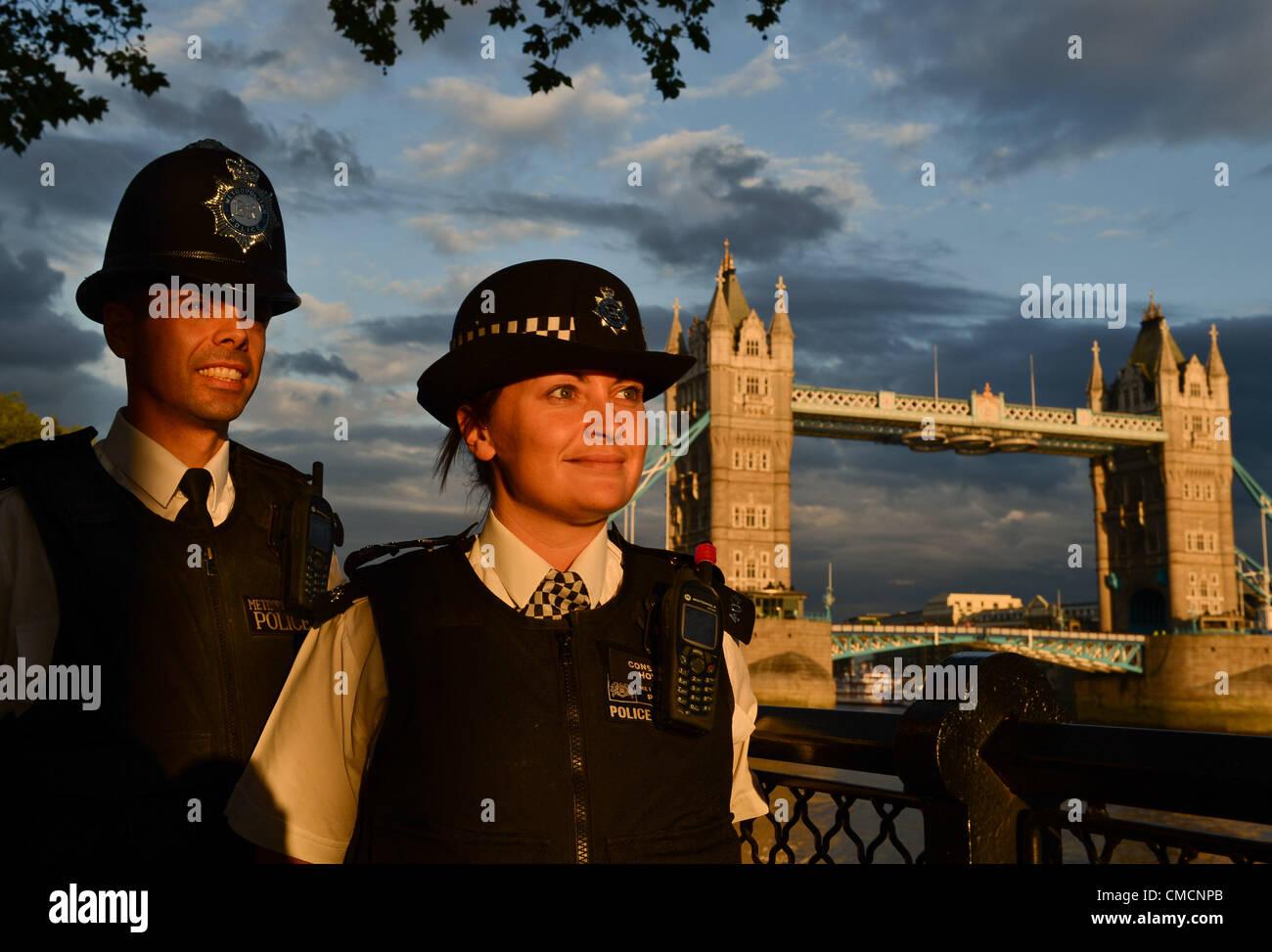 Londra, Inghilterra: giovedì 19 luglio 2012, Metropolitan poliziotti Simon Negus e Rebecca Thatcher di Bexleyheath Immagini Stock