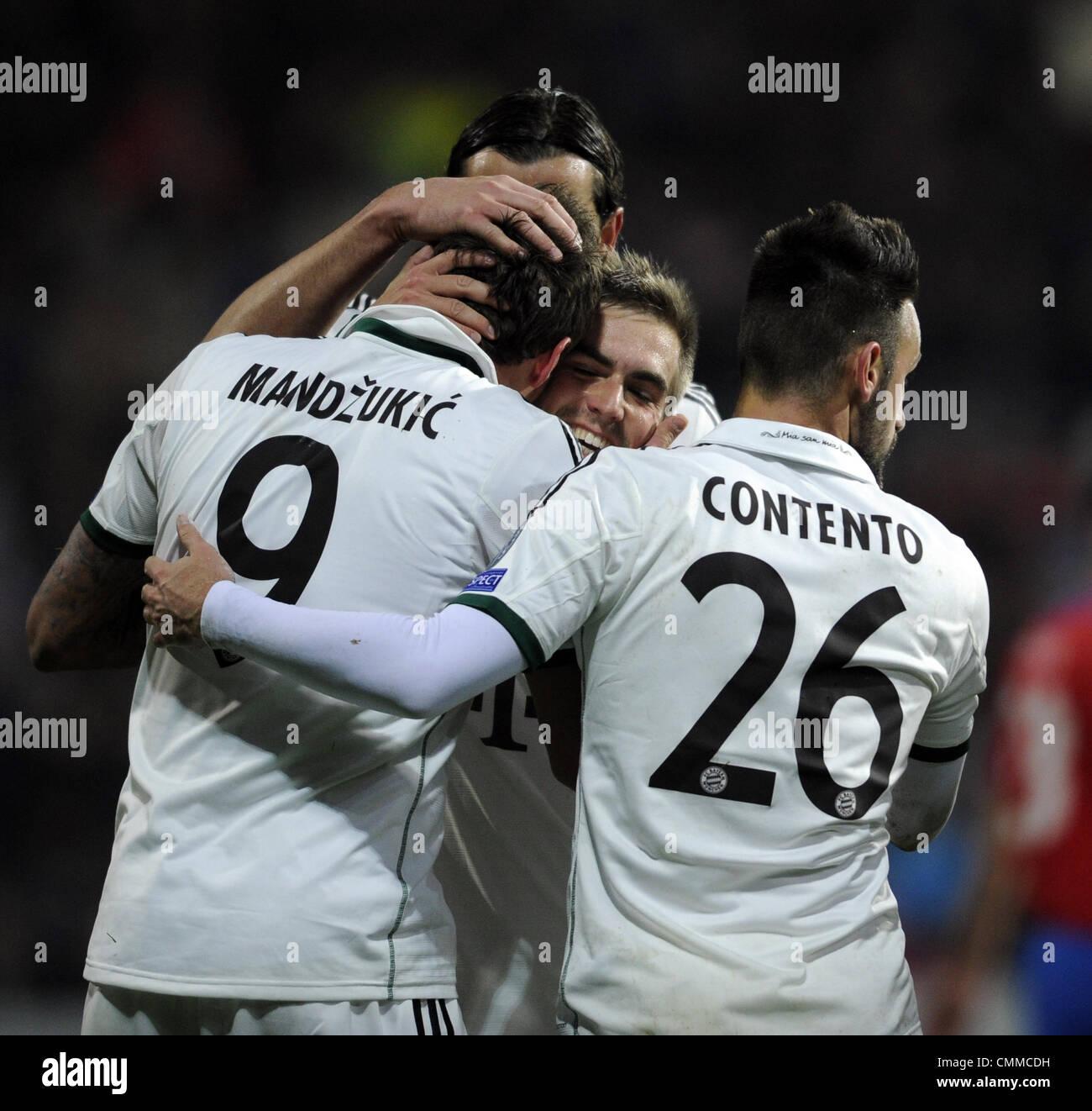 Pilsen, Repubblica Ceca. 5 Novembre, 2013. Mario Mandzukic (sinistra) e Diego Contento (Bayern) celebrare obiettivo Immagini Stock