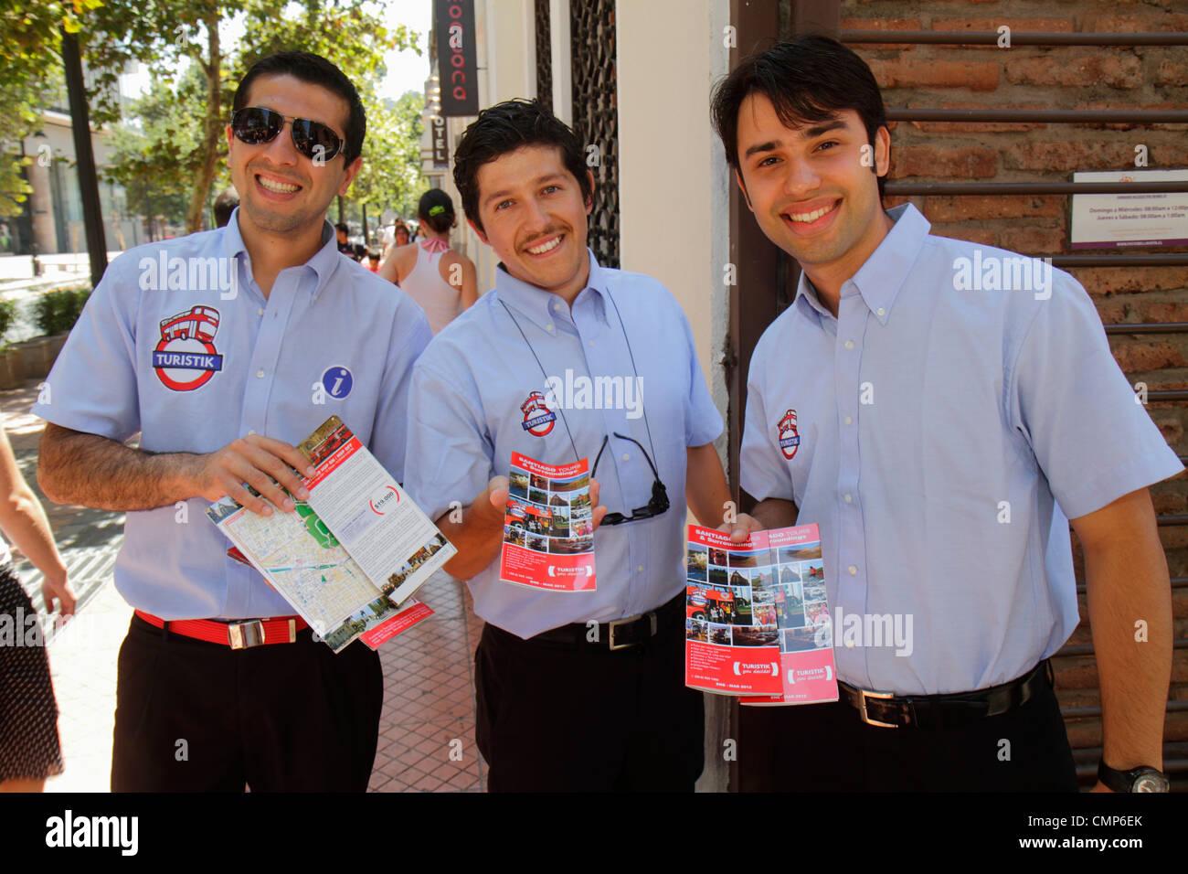 Santiago del Cile Bellavista Pio nono Turistik double decker bus tour company marketing uomo ispanico guida agente Immagini Stock