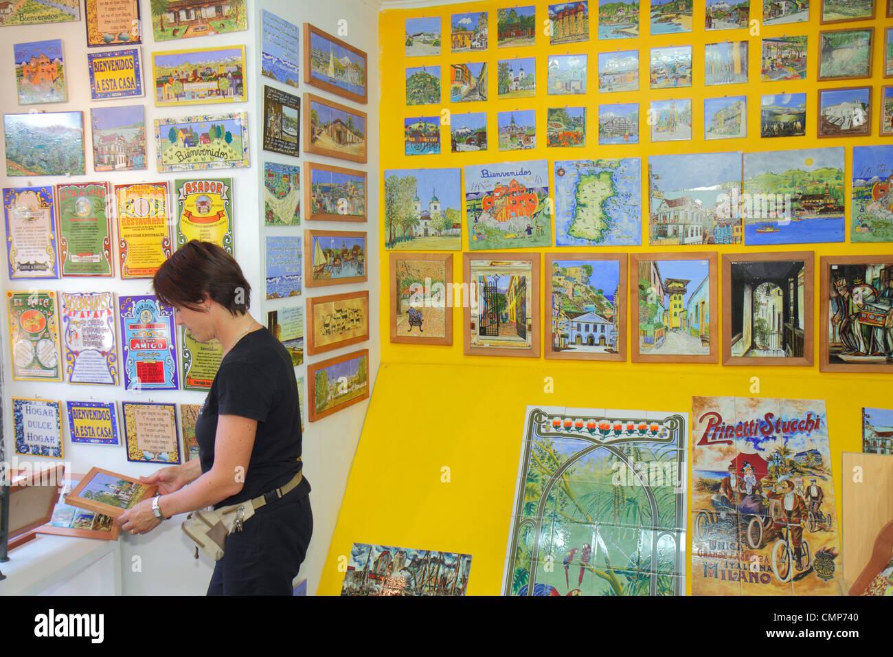 Santiago del cile las condes plaza los dominicos souvenir shopping