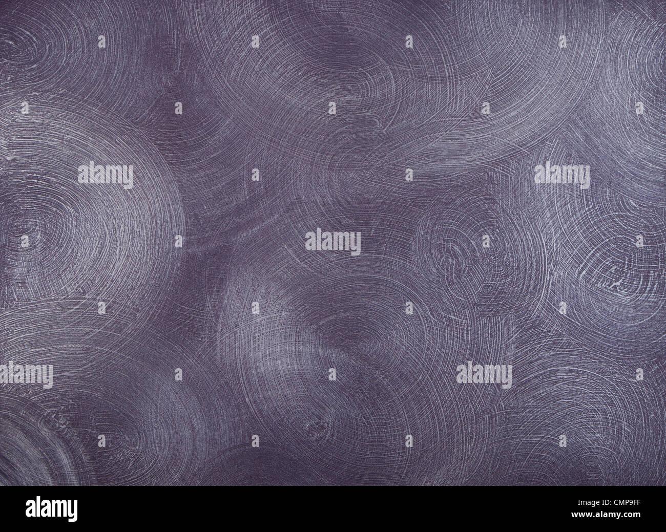 La consistenza dei muri coperti con vernice viola, con frequenti, rotondo, centric tratti. Immagini Stock