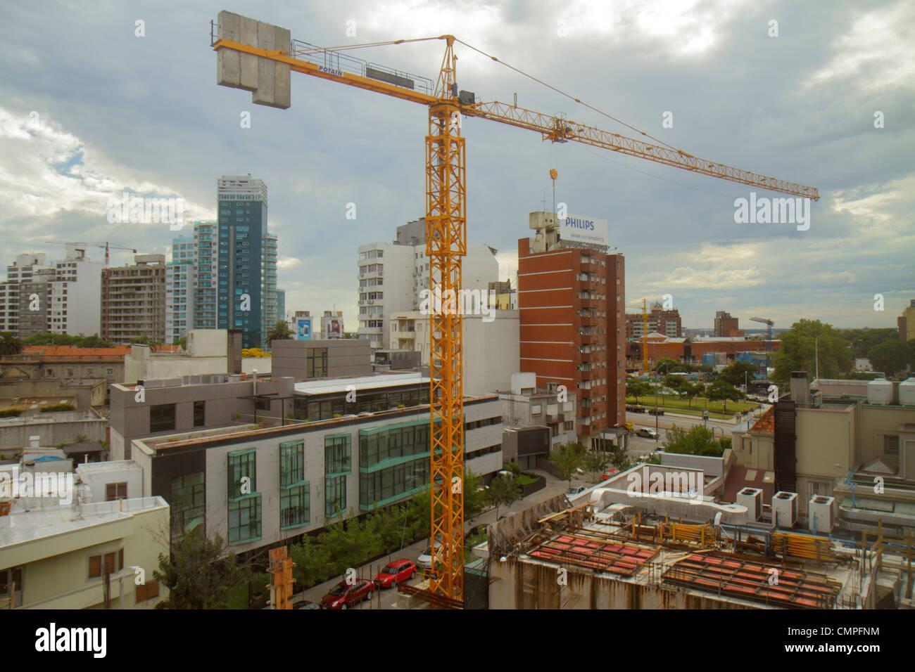 Uruguay Morales Montevideo Tres Cruces vista dall ospedale Británico sotto costruzione edificio della gru Immagini Stock