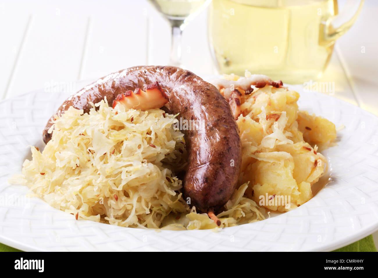 Salsiccia di sangue i crauti e patate - primo piano Foto Stock