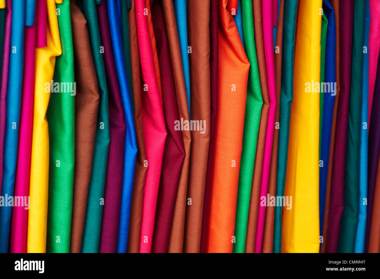 Vivacemente colorato materiale a Suva il Mercato delle Pulci, Suva, Viti Levu, Figi e Sud Pacifico Immagini Stock
