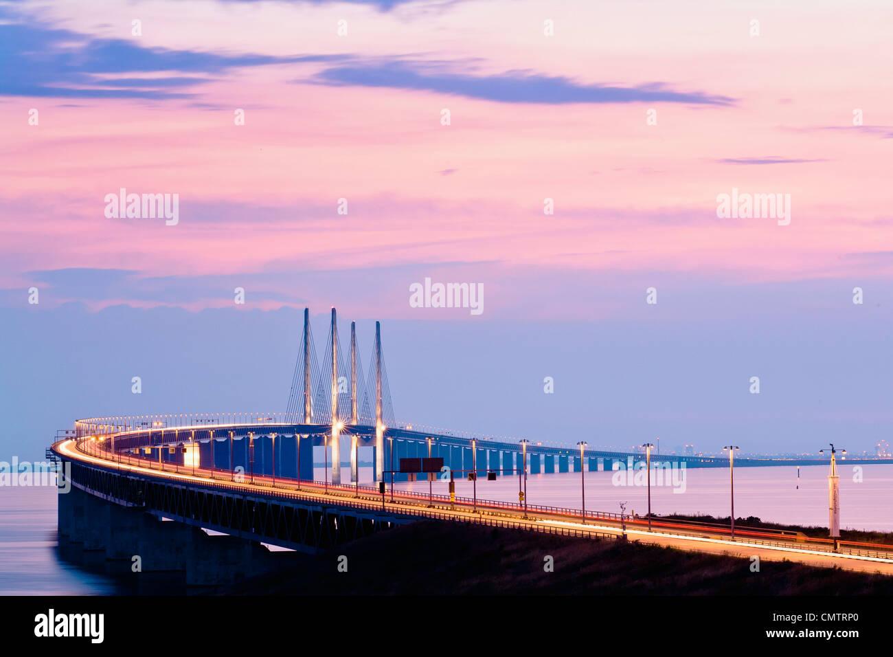 Vista di enorme lungo ponte Immagini Stock