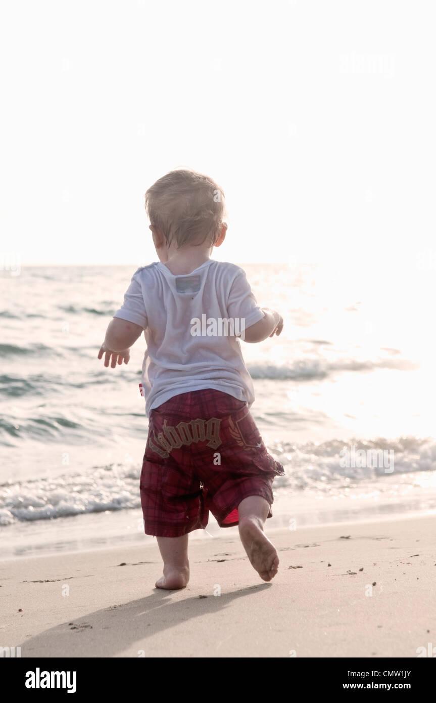 Bambino da spiaggia Immagini Stock
