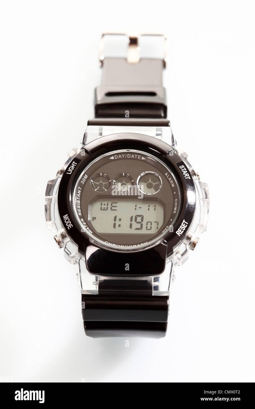 997341859fd9c9 Sporting orologio da polso su sfondo bianco, close up Immagini Stock