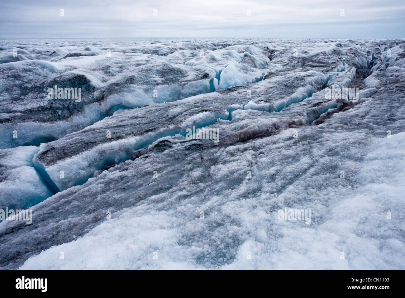 Ghiacciaio Crevassed icecap paesaggio artica in Groenlandia Immagini Stock