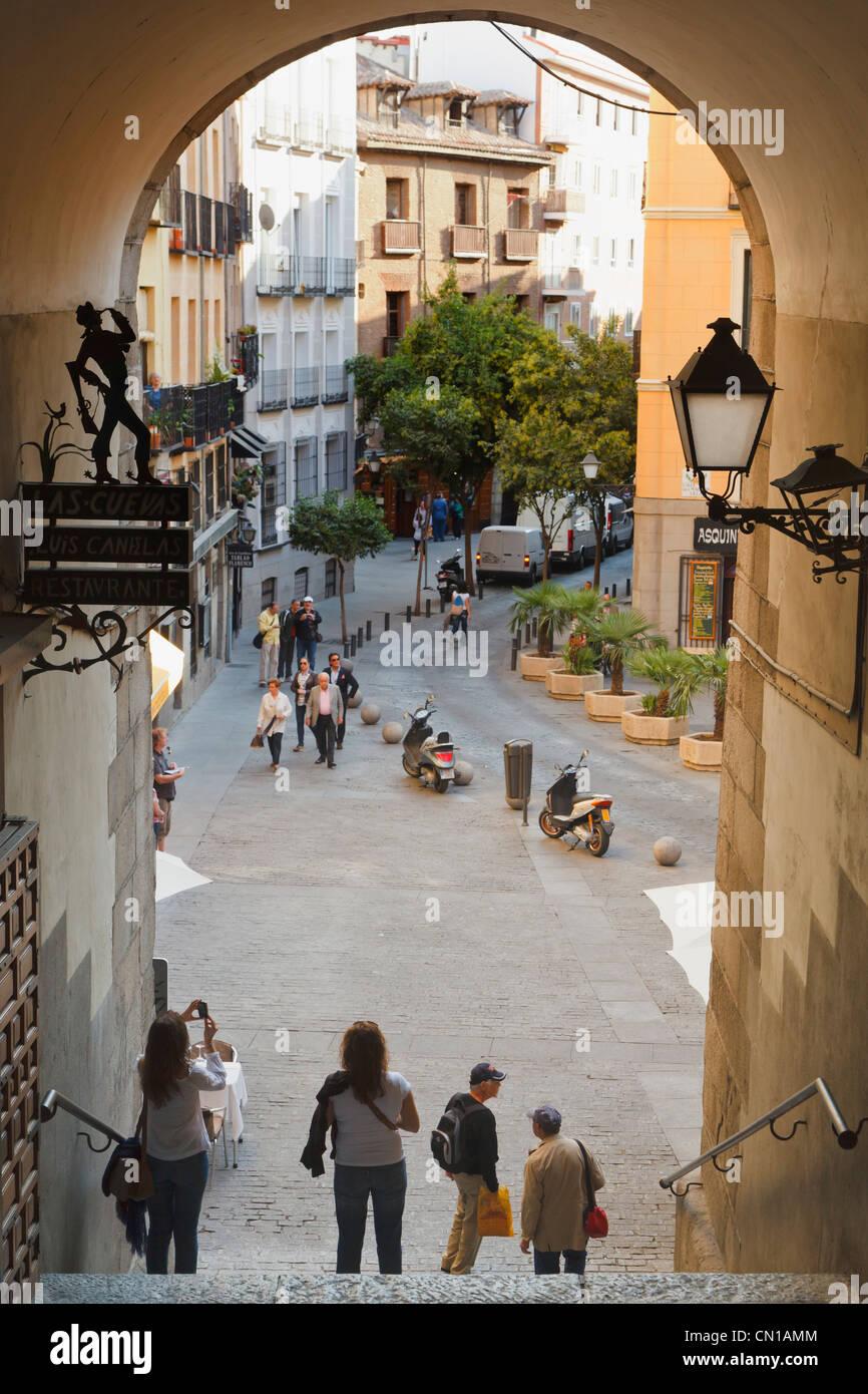 Madrid, Spagna. L'Arco de Cuchilleros che conduce in Plaza Mayor. Immagini Stock