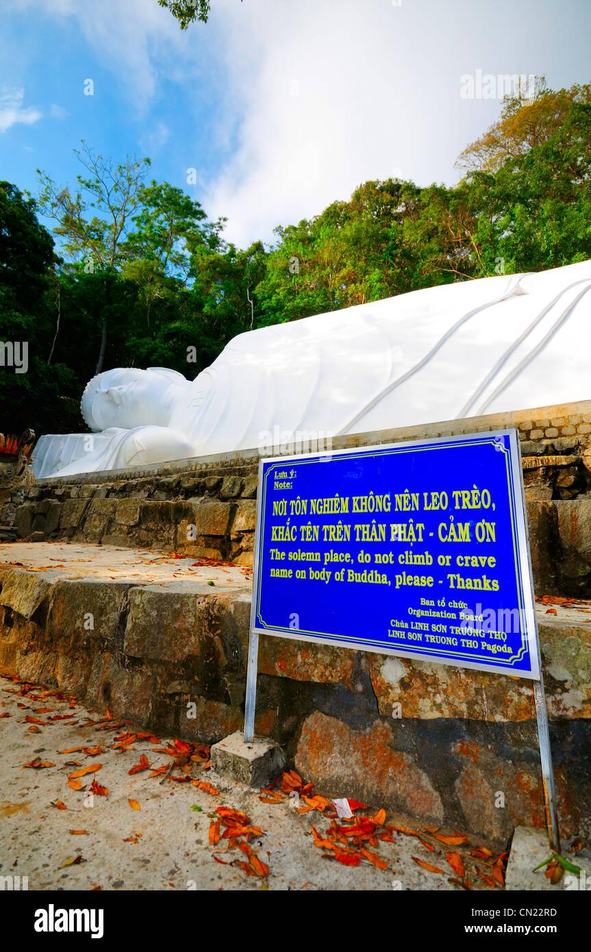 49 metro lungo reclinabili statua di Buddha. Ta Cu montagna, Binh Thuan Provincia, Vietnam Asia Immagini Stock