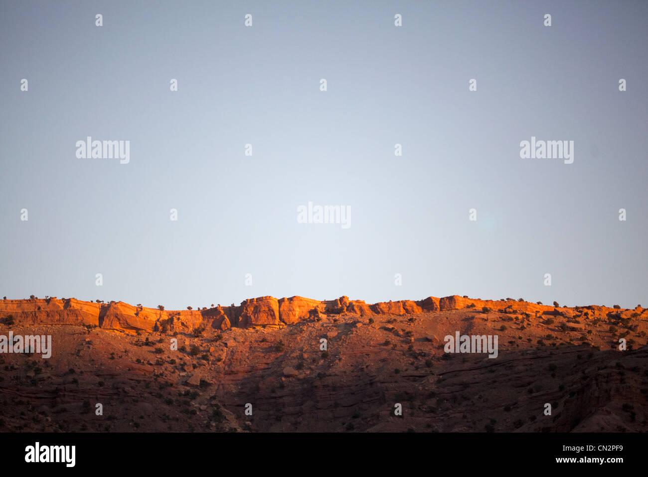 New Scenic 5 posti con rocce e cielo blu chiaro Immagini Stock