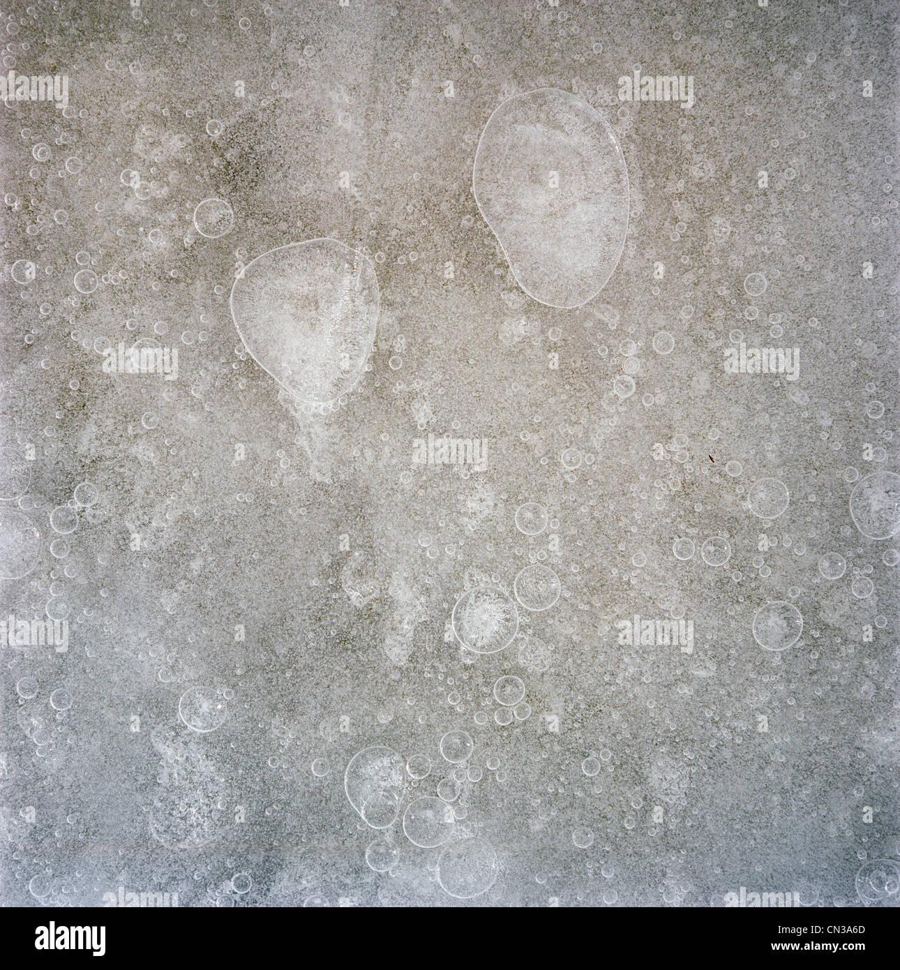 Le bolle di aria nel ghiaccio Immagini Stock